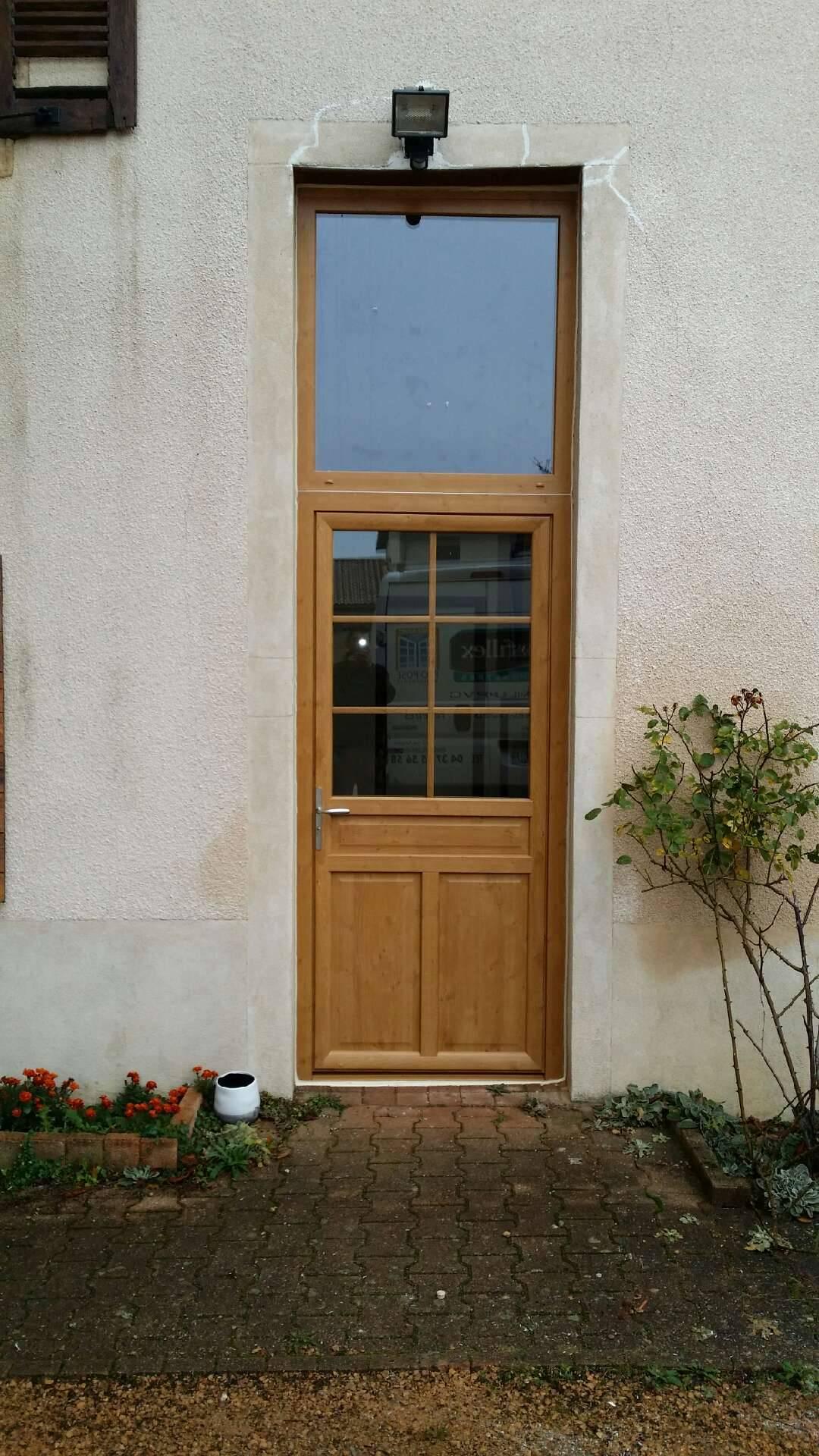 Porte d 39 entr e en pvc artisan pour vente et pose de for Barillet porte fenetre pvc