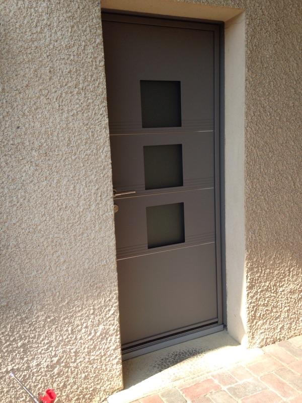 Porte d 39 entr e aluminium anse artisan pour vente et pose de fen tres portes et volets for Porte entree large